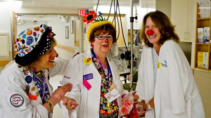 Marilyn Bamash (center) volunteers as a hospital clown at Lankenau Medical Center. | LUIS FERNANDO RODRIGUEZ / TTN