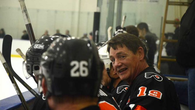Flyers alumni did battle against Temple alumni in the ice hockey club's annual event Saturday, Feb. 9, at the Northeast SkateZone. | ANDREW THAYER TTN