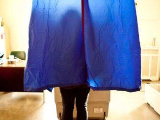 Voter casts a ballots last Election Day. | KATE McCANN / TTN