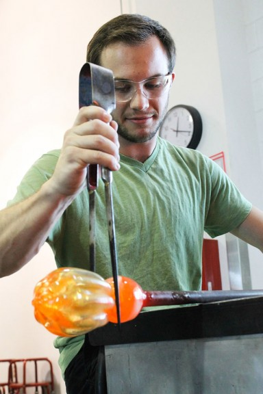 Sean Redmond, a fourth-year glass major, begins the process of making the body of the pumpkin. The Tyler Glass Guild will have a fundraiser on Oct. 11-12. | Aja Espinosa TTN