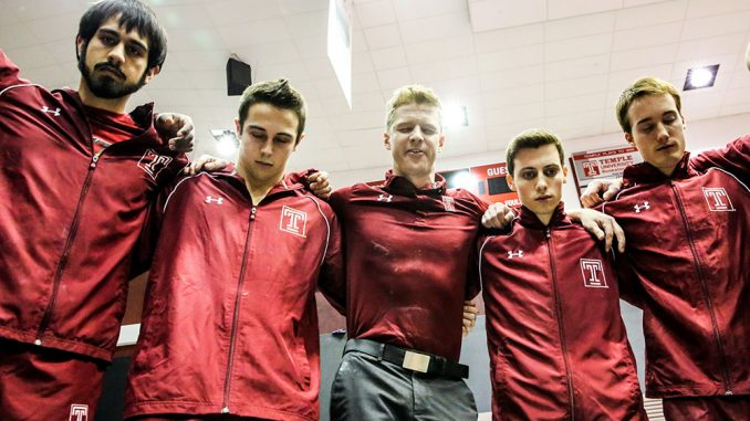 Assistant coach Patrick McLaughlin (center) gave a speech prior to the team's meet against the University of Illinois at Chicago and the Air Force Academy. | Hua Zong TTN