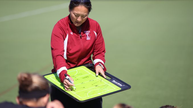 Owls coach Amanda Janney talks to the team during halftime of Temple's 2-0 loss to Penn State on Saturday, Oct. 5 at Geasey Field. | Andrew Thayer TTN