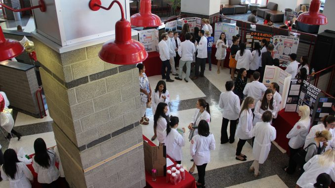 Pharmacy students filled the lobby of the Student Center for a health fair run by Temple's chapter of the American Pharmacists Association. | Daniel Sebastian TTN