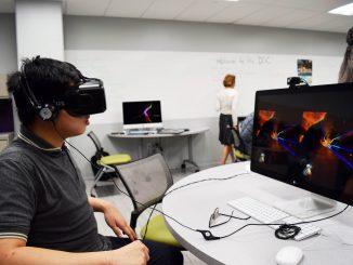 Linh Dang, student, navigates through a fantasy world using the a virtual reality headset at Paley Library's Digital Scholarship Center Sept. 30. | Geneva Heffernan TTN